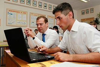 ReactOS - The Prime Minister of Russia Dmitry Medvedev (left) being given a demonstration of ReactOS