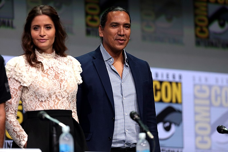 Mercedes Of San Diego >> File:Mercedes Mason & Michael Greyeyes (36011957871).jpg - Wikimedia Commons