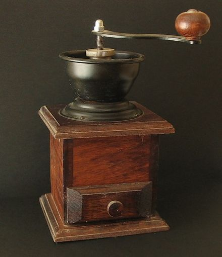 Traditional manual coffee grinder - Burr mill