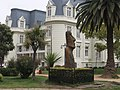 Moai outside Museum of Archaeology and History Francisco, Viña del Mar - panoramio.jpg