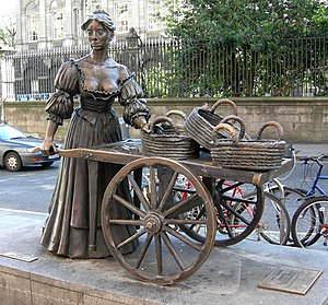 Molly Malone - Full statue of Molly Malone and her cart on Grafton Street, Dublin.