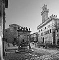 Montepulciano, piazza grande 02 bn.jpg