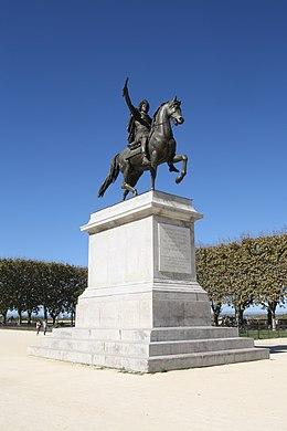 Montpellier statue Louis XIV.jpg