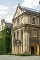 Moszna wejście do pałacu.jpg