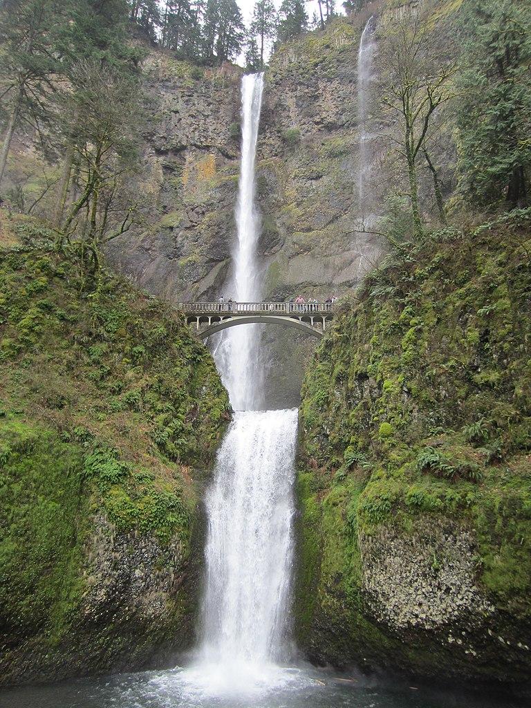 File:Multnomah Falls, Oregon, March 2012.JPG - Wikimedia ...