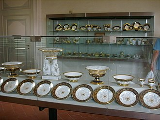 Ceramics museum - A Sèvres dinner-service on display at the Museo delle porcellane di Firenze.