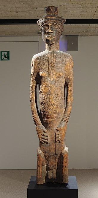 Dengese people - Dengese statue in the Musée L