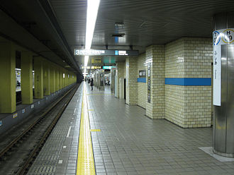Fushimi Station (Nagoya) - Station platform 3 of the Tsurumai Line towards Akaike and Toyotashi (2010)