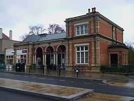 North Dulwich stn building.JPG
