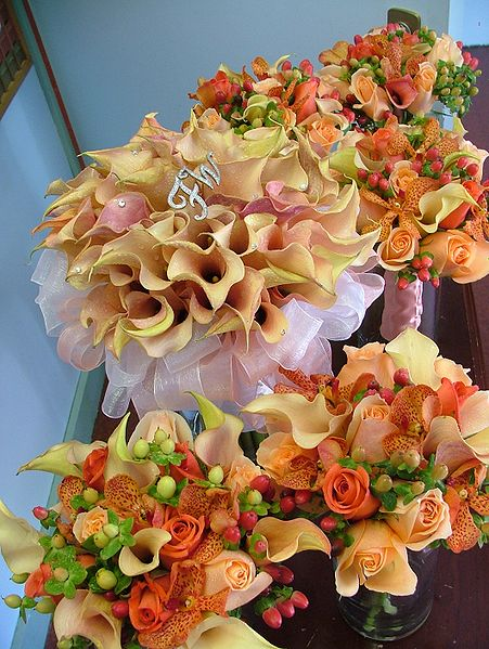 Or mix coral with orange roses callas orchids hypericum