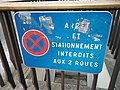 Panneau interdiction stationnement vélo bleu.jpg