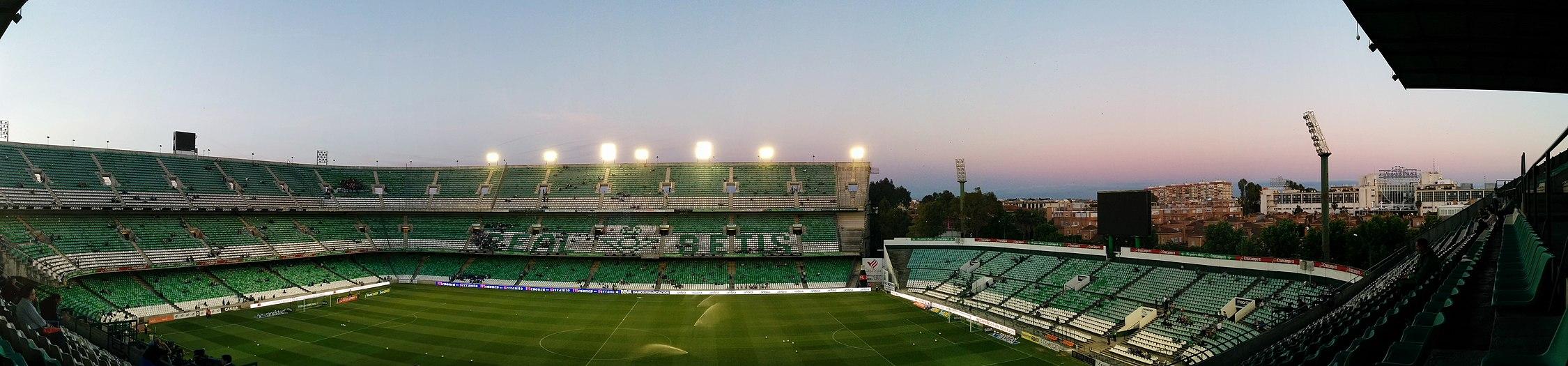 el estadio benito villamarn es el estadio con mayor aforo de andaluca y el cuarto de espaa