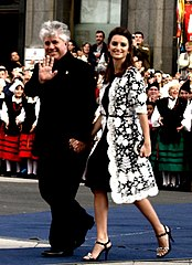 Pedro Almodovar and Penélope Cruz.jpg