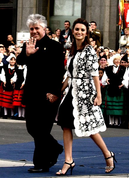 Tập tin:Pedro Almodovar and Penélope Cruz.jpg