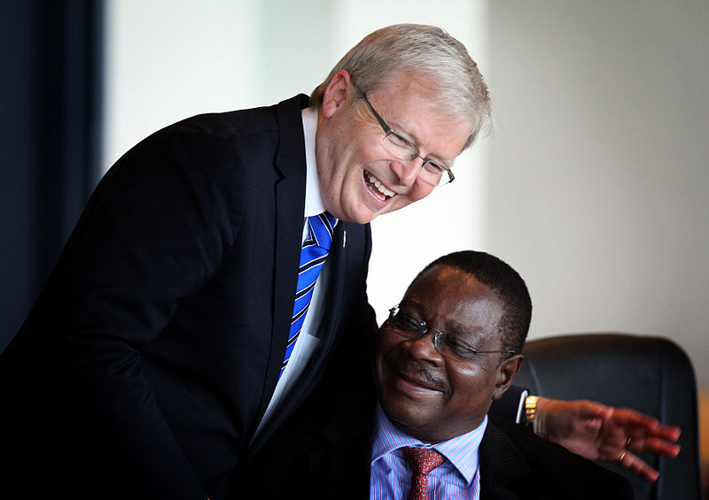 Fasciculus:Peter Mutharika with Kevin Rudd.jpg