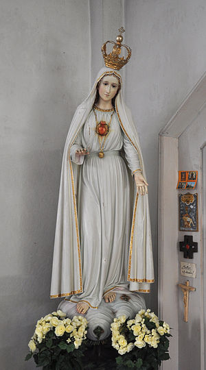 Immaculate Heart of Mary - Statue depicting the Immaculate Heart of Mary as described by Sister Lúcia, the famous visionary of Fátima.