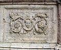 Piazza del campo, si, cappella di piazza 05 recinto con pezzi di recupoero di fattura oisana, XIII sec.JPG