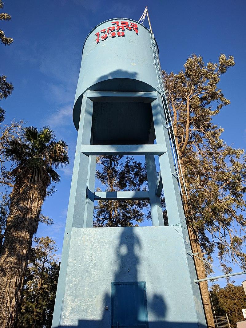מגדל המים בכפר ויתקין