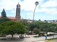 Plaza Principal de la ciudad de Vallegrande (Santa Cruz - Bolivia).jpg