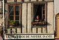 Poitiers-112-Platz bei Notre Dame la Grande-Frau-2008-gje.jpg