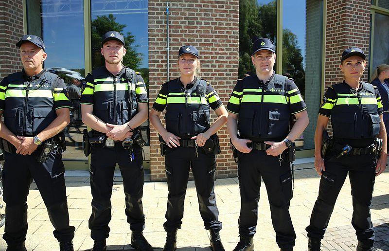 Начиная с 1 сентября полиции Амстердама будет разрешено останавливать людей для досмотра на улицах