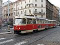 Praha, křižovatka Bělehradské a Šafaríkovi, tramvaj č. 22.JPG