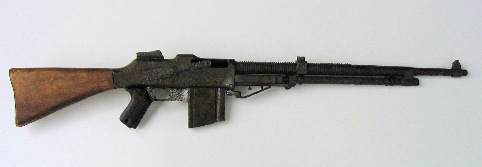 1920px-RKM_Browning_wz._1928%2C_Muzeum_Or%C5%82a_Bia%C5%82ego.jpg
