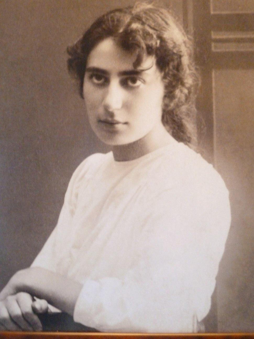 רחל בלובשטיין, 1923