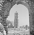 Ramle Ruines van de Witte Moskee met zicht op de Witte Toren die gotische kenme, Bestanddeelnr 255-3857.jpg