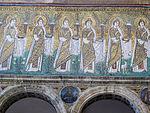 Ravenna, sant'apollinare nuovo, int., sante vergini offerenti, epoca del vescovo agnello, 02.JPG