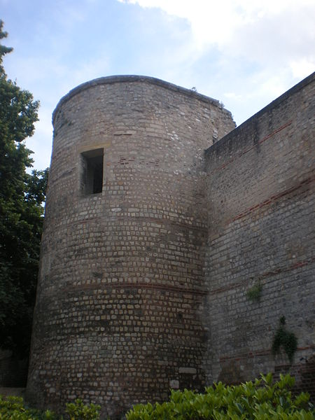 File:Remparts romains beauvais 1.jpg