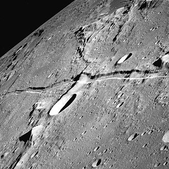 Splitting of the moon - Image: Rima Ariadaeus 1