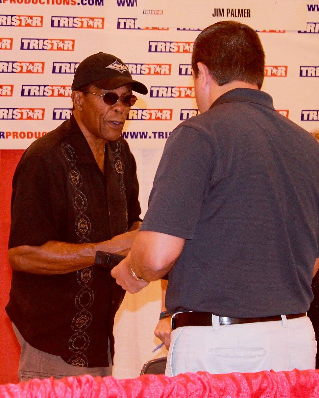 Rod Carew talks to fan in May 2014