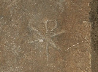 "Chi Rho - Image: Rom, Calixtus Katakomben, Steintafel mit Christussymbol ""Chi Rho"""