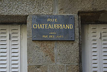 https://upload.wikimedia.org/wikipedia/commons/thumb/4/48/Rue_Chateaubriand_ancienne_rue_des_Juifs_Saint_Malo.JPG/220px-Rue_Chateaubriand_ancienne_rue_des_Juifs_Saint_Malo.JPG