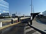 Ruzyně, letiště, estakáda k terminálu 2, závory.jpg
