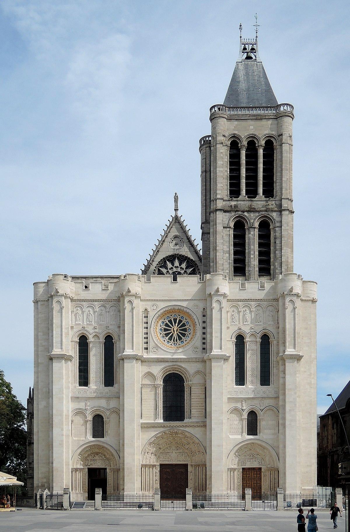 Façade de la basilique de Saint-Denis