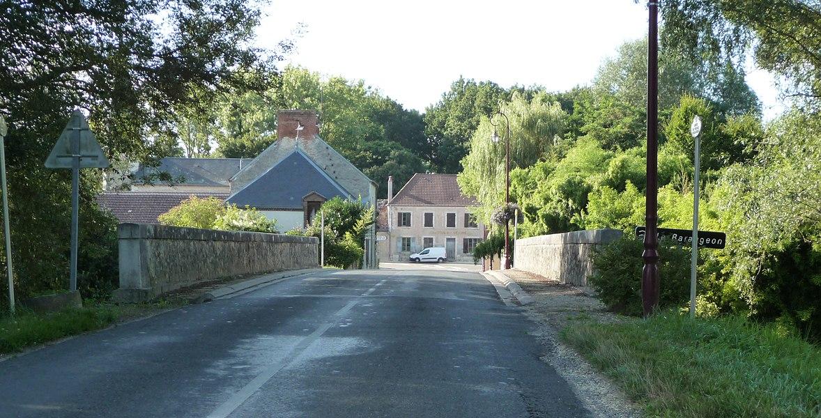 Photo de l'entrée du Village de Saint-Laurant dans le Cher en 2013