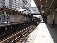 Sakaihigashi sta platform01.jpg