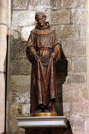 Peter de Regalado - Statue in the church of Santa Maria del Pi.