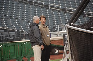 English: NY Mets GM Sandy Alderson with sports...