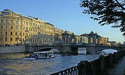 Sankt Petersburg Lomonossov-Brücke 2005.jpg