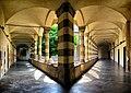 Sant'Agostino, Genova - Chiostro triangolare.jpg