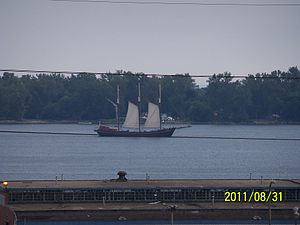 Schooner in Toronto harbour.jpg