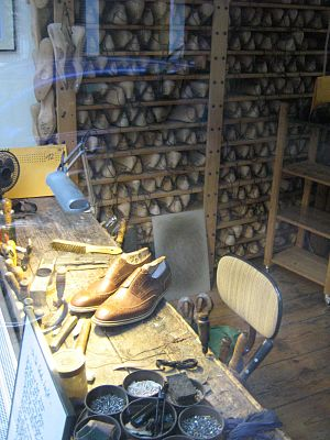 Cordwainer - A cordwainer's desk in Hamburg, in the background a shelf with lasts