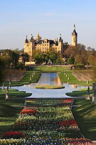 Bundesgartenschau - BUGA 2009: Schwerin Castle 3 days before the opening of the BUGA
