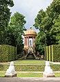 Schwetzingen - Schlossgarten - Blick aus dem Naturtheater zum Apollotempel mit Sphingen.jpg