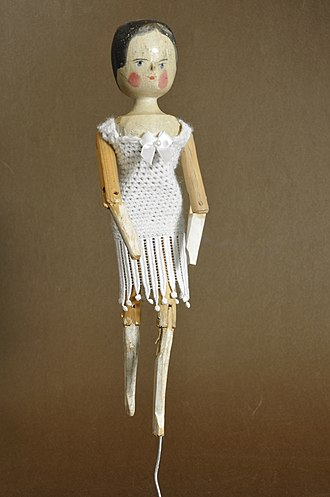 Peg wooden doll - Image: Second dressed dutch doll Gröden