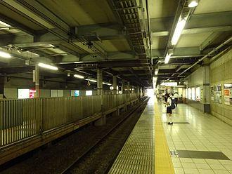 Sengawa Station - The platforms September 2015