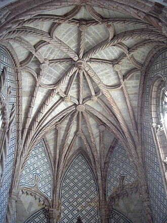 Monastery of Jesus of Setúbal - Intrincate Manueline ribbed vaulting of the main chapel.